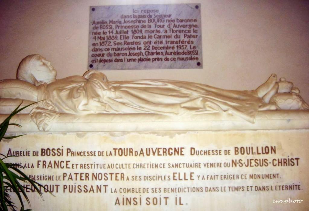 Mauzoleum Aurelie de Bossi, Pater Noster